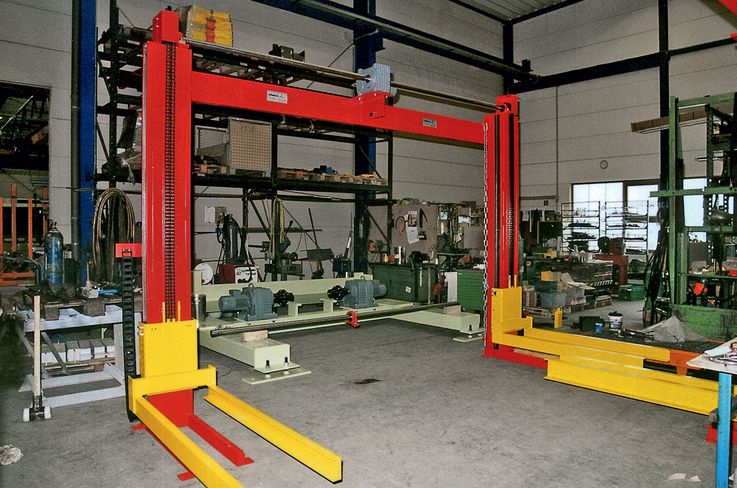 Two pillar lifting unit · for large conveyors.
