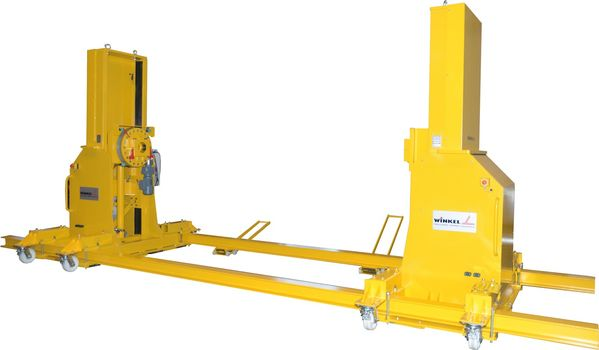 Lifting and turning unit for welding operations. Load capacity · 1.000 kg stroke: 1.000 mm · turning: 360 °