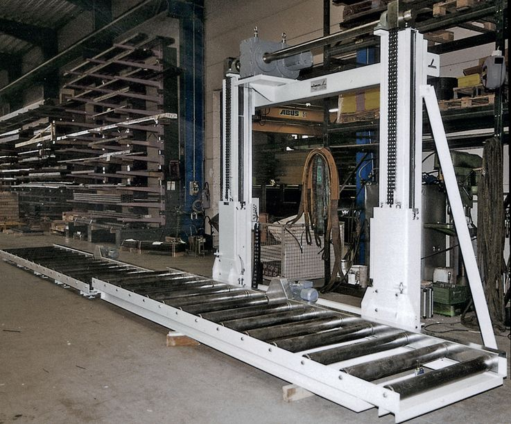 Two pillar lifting unit · with conveyor ·  load capacity 0.5t - 6t.