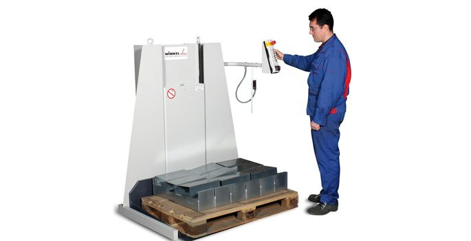 WINKEL pallet lifter W-PL for floor even on/off loading up to 2.000 kg load capacity depending on version. Lifting in optimized working height with electro-hydraulical lifting.