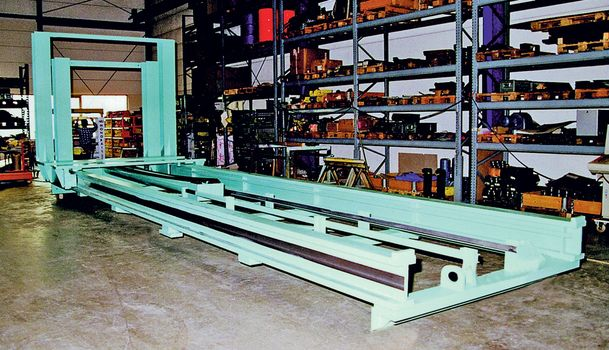 Hydraulic lift masts · 30 t MONO mast ·  for stationary use in a steel plant(picture taken in lying position).