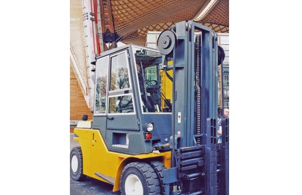 WINKEL hose reel in use – Fork-lift truck